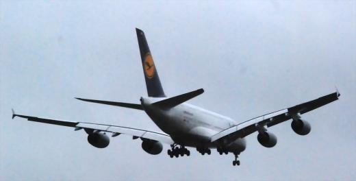 Lufthansa A380 at Helsinki, Landing at 14:41